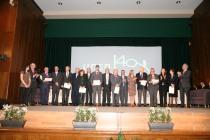 Reconocimiento a estudiantes y antiguos rectores