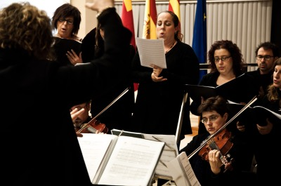 Interpretación musical durante la ceremonia en Elche